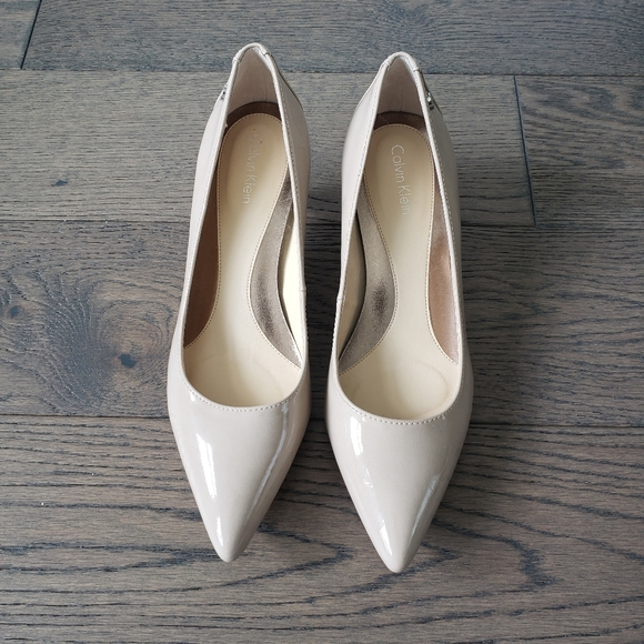 Calvin Klein Patent leather Nude kitten heels